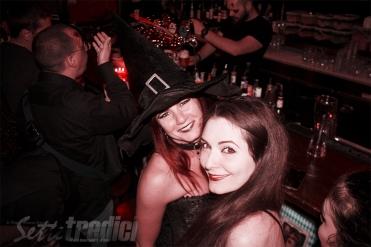 halloween, festa in maschera, con amici come questi, fotografia, foto ricordo, streghe, viviana